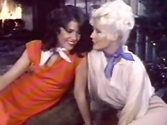 Retro babes fucking in threesome