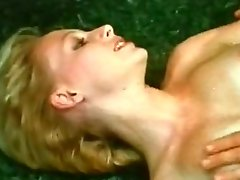 Hardcore quickie at the public park with lusty blonde babe