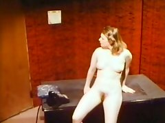 Bitchy 4 eyed chick sucks sugary lollipop of her boss in the office
