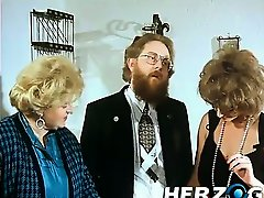 Bearded retro man enjoys a hairy pussy