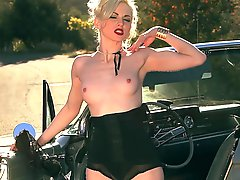 Glamorous babe Carissa show her tits on a retro car