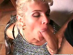 Vintage blonde Christie Lee gives blowjob by the pool side